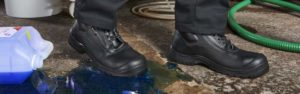 Buying Safety Boots for Work: 5 Considerations for Business Owners and Employees Alike